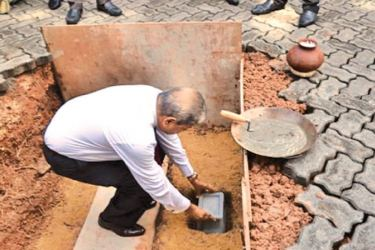 Prof. Ajantha S. Dharmasiri, Director, PIM, laying the foundation-stone