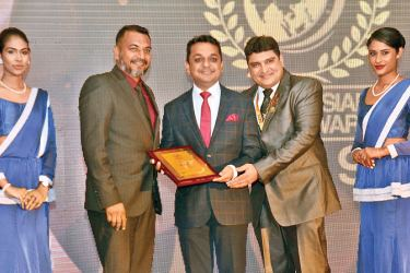 Amari Galle, official receives a South Asian Travel Award. Picture by Wimal Karunathilake