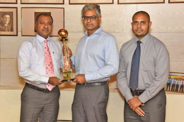 The award for Sri Lanka's No. 1 Most Respected Entity for 2019 is presented to John Keells Holdings' Chairman Krishan Balendra (center) by LMD's Marketing Director Brian Emmanuel (left) and Senior Manager – Marketing Frank Gabriel (right).