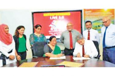 Chathuri Ranasinghe, Chairperson of WCIC and Prof Ajantha Dharmasiri, Director PIM, signing the MOU at the PIM Board room