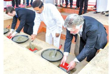 President Maithripala Sirisena laying the foundation stone for the industrial complex