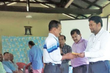 """A """"Spice"""" beneficiary, H.G.Wickremasinghe, receiving a cheque"""