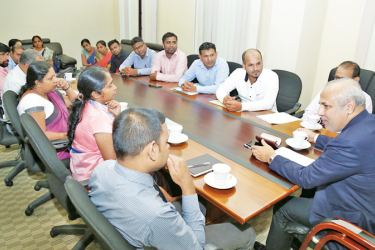 Minister Rauff Hakeem at the discussion with representatives of the trade unions.