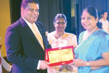 The chief guest, Army Commander Shavendra Silva receiving a memento from the Principal of Pushpadana Lalitha Egodawela and the guest of honour Dayalinie Abeygunawardena, distinguished past pupil of the school.