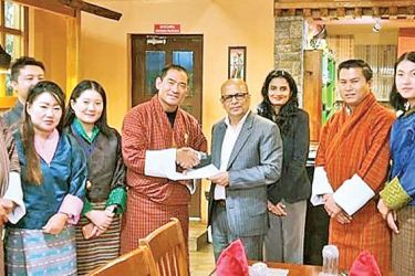 CEOs of STC Bhutan and MTI Consulting exchanges the agreement at the welcome dinner hosted in honour of the visiting MTI delegation