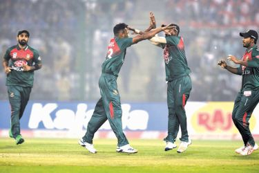 Bangladesh's Shafiul Islam (2L) celebrates with teammates after dismissing India's Rohit Sharma (not pictured) during the first T20 international cricket match of a three-match series between Bangladesh and India, at Arun Jaitley Cricket Stadium in New Delhi on November 3. AFP