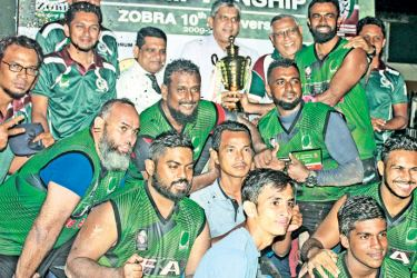 Captain of the Eagles team Afzal Ibrahim receiving the award from chief guest Fawzan Anver as Zahira College Principal Trizviiy Marikkar looks on. President of ZOBRA Hussain Wasiq, Past President Nazeem Ghaffoor, former SSP and Zahira coach Ibrahim Hameed and members of the team were present.