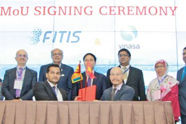 Abbas Kamrudeen, Chairman FITIS and Lu Thanh Long, Vice Chairman of VINASA and Chief Judge of APICTA 2019 at the signing of the MoU. Representatives of other countries and Prasad Hettiarachchi, President Software Chapter FITIS and  Aruna Alwis, CEO FITIS were also present.