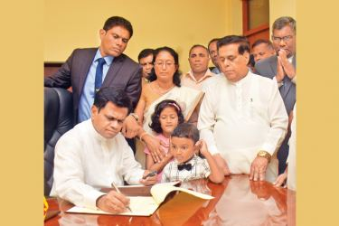 State Minister Mohan Priyadarshana de Silva assuming duties. Justice Human Rights & Legal Reforms Minister Nimal Siripala de Silva and others look on. Picture by  Gayan Pushpika
