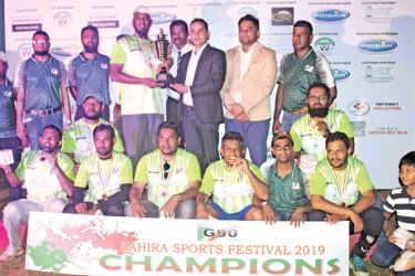 Captain of the over 40 cricket champions, Class of 95 team receiving champion award from the chief guest HS Foundation Chairman Hameed Sadik. Guest of Honour Dr. Irshad Jabir, Deputy Principal Ananda Ponnamperuma, Organizing Committee Chairman Azmi Anver, President Group of 90 M. R. Razak, Secretary Shamraz Zavahir and Members of the class of 95 are also present.