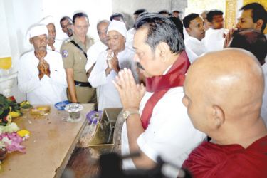 Prime Minister Mahinda Rajapaksa paid homage to the Jaya Sri Mahabodhi in Anuradhapura on Saturday.  Picture by Amila Prabath Wanasinghe, Anuradhapura Additional Corr.