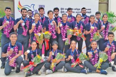 Lankan shuttlers with their medals at the BIA