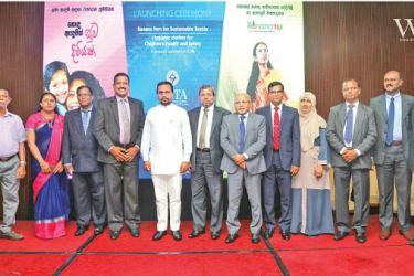 Minister Wimal Weerawansa with representatives from the banana fibre apparel industry.