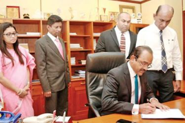 Sujeewa Rajapakse assumes duties as the new People's Bank Chairman, Rasitha Gunawardane -CEO/GM, People's Bank and Malindu Ranasinghe & Keerthi Gunathilake are also in picture