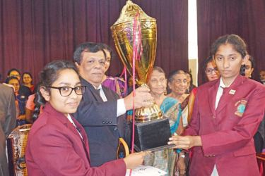 Thurya Galappaththi, Best student 2017 and Thakshila Senadheera, Best Student 2018 receiving the Thilak Rajakaruna Challenge Cup from the Managing Director of the School,Thilak Rajakaruna.  Principal of the School, P M Damunupola is also in the picture