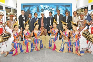 The Sri Lanka delegation with the dance troupe