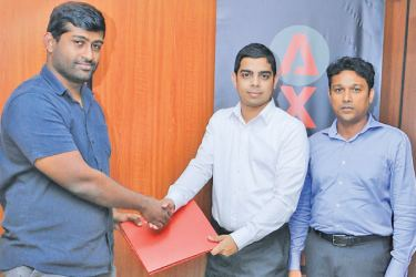 Uditha Siriwardena, Business Development Manager of Axienta at the signing up of the first SME for the VANTAGE LITE solution