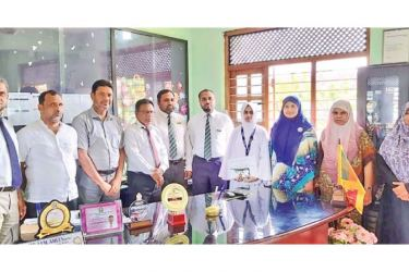 Student Inamullah Moulana Fathima Zaireen with the officers and the school staff.