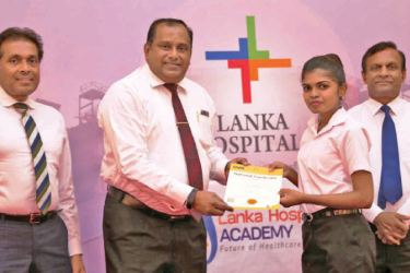 AKARI Language Institute Chairman, Kamal Attanayake, Lanka Hospitals Group CEO, Dr. Prasad Medawatte and Lanka Hospitals Director Medical Services, Dr. Wimal Karandagoda awarding a certificate to one of the students who successfully completed the Caregiver Training Programme at the Lanka Hospitals Academy.