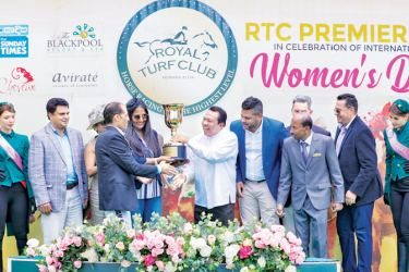 Mrs Edwards receiving the RTC Premier Cup 2020 from former Cabinet Minister S.B. Dissanayake with jockey Irvan Singh and trainer S.D. Mahesh