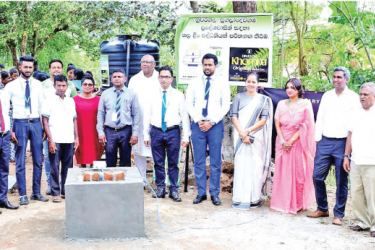 Representatives from Rotary Club of Colombo West and Swadeshi senior management and team