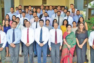 Prof Ajantha S. Dharmasiri, Director, PIM, Dr Samantha Rathnayake, Faculty Member and EDP Coordinator, PIM, Senior Officials and Participants of the Lanka Hemas Manufacturing who received their awards at the completion of the EDP programme.