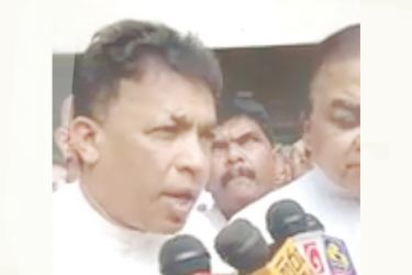 Former Deputy Minister Rohana Dissanayake addressing the public after handing over nomination papers.
