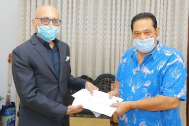 Managing Director for Fonterra Brands Sri Lanka and the Indian Subcontinent Sunil Sethi (left) hands over the donation of Rs. 10 million to the COVID-19 Healthcare and Social Security Fund to Prime Minister Mahinda Rajapaksa