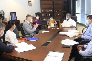 Minister Prasanna Ranatunga in discussion with EU and Tourism officials.