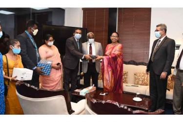 Minister of Health, Nutrition and Indigenous Medicine, Pavithra Wanniarachchi accepting the Dilmah donation. Also present were Health Secretary Dr. S. H. Munasinghe and Dr. Janaka Sri Chandragupta, Additional Secretary, Development, Tharanga Indunil and H.M Gayani Priyangika from the Engineering & Production Team; Gayan Thilakaratne, Manager _ Human Resources Dilmah/ MJF Group, Thamindri De Silva, General Manager - Merrill J. Fernando Charitable Foundation