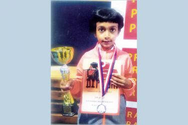 Ridmi Harshana Rajapaksha with her trophy and certificatev Picture by Kalutara Central Special Corr. H.L. Sunil Shantha