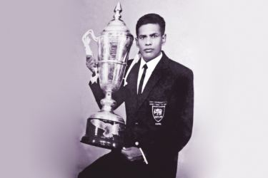 G.A.S.Gunasinghe  with the Best SportsmanTrophy.  Picture By Upananda Jayasundera-Kandy Sports Spl.Corrs