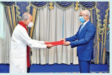 Sri Lankan High Commissioner to Maldives Rohana Beddage presenting credentials to the Maldivian President Ibrahim Mohamed Solih in Male