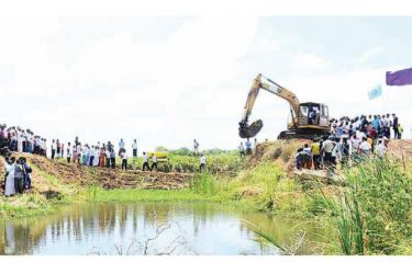 The recent inspection of the Pahala Halmillewa irrigation tank by State Minister Siripala Gamlath. The tank is to be renovated in four months.