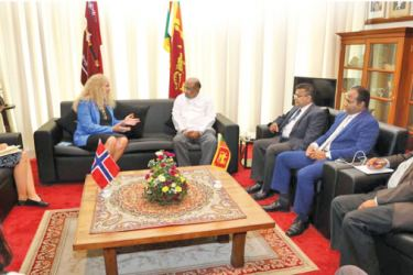 Norwegian Ambassador to Sri Lanka Trine Jøranli Eskedal in discussion with SpeakerMahinda Yapa Abeywardena.