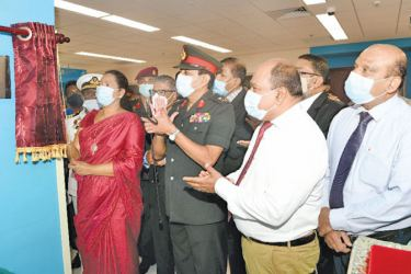 Health Minister Pavithra Wanniarachchi opening the new Dialysis Unit.
