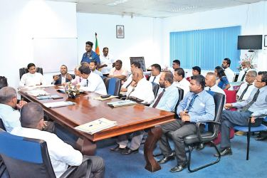 State Minister Nimal Lanza, ministry officials and Maga Neguma officials in discussion.