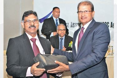 Guest of Honour Hasitha De Alwis being presented a memento by Capt. A. V. Rajendra. picture by Saliya Rupasinghe