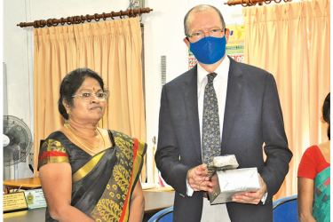 High Commissioner of Canada in Sri Lanka David Mackinnon was presented a  memento by Batticaloa Government Agent  Kalamathy Pathmaraja.  (Picture by Sivam  Packiyanathan - Batticaloa Special Correspondent)