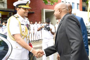 Navy Commander Vice Admiral Nishantha Ulugetenne is welcomed to the college.