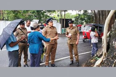 Senior Superintendent of Police Roshan Rajapaksa who was appointed Director of the Special Assignments and Environmental Unit with Royal Botanic Gardens Deputy Director Dr. Achala Attanayake and officers representing Colombo Municipal Council on a study tour of Colombo.