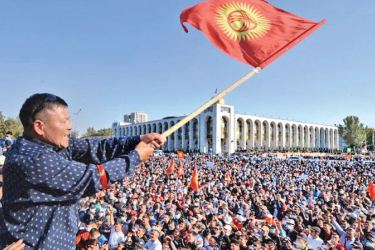 Kyrgyzstan faces the threat of a power struggle after lawmakers named a new prime minister after he was freed from jail.