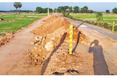 The Akkaraipattu – Kalmunai road to be renovated.  Picture by Addalaichenai Central Corr.