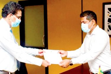 Fish Exports State Minister Kanchana Wijesekara handing over the appointment letter to Dr. Palitha Kithsiri.