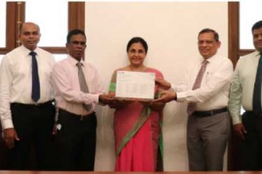 University of Colombo and Zillion Business Solutions officials exchanging the sponsorship agreement