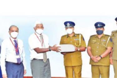 Ceylinco Life Directors led by Chairman R. Renganathan make a token presentation to Colombo DIG Sisira Kumara and a team of senior police officers.