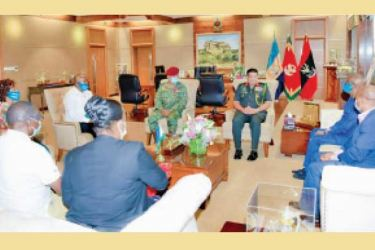 The Rwandan delegation having discussion with Army Commander General Shavendra Silva at the Army HQ.