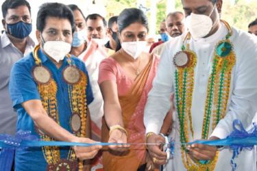 Parliamentarian Ali Sabri Raheem (L) and State Minister of Rural and Divisional Drinking Water Supply Projects Development Sanath Nishantha (R) opening the garments factory in the Puttalam district on Friday.