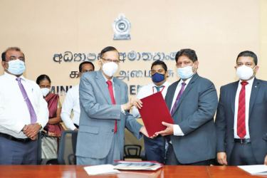 The official handing over of the Suraksha polic: L.M.D. Dharmasena Additional Secretary (School Affairs), Minister of Education Prof. G. L. Peiris, Chairman of SLIC, Jagath Wellawatta and CEO of SLIC  Chandana L. Aluthgama