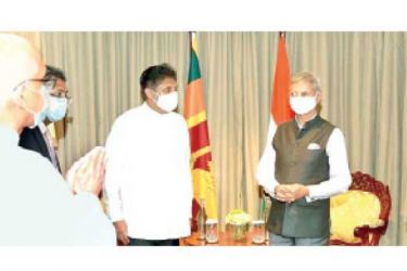 Opposition Leader Sajith Premadasa receiving Indian Foreign Minister Dr. Subramaniam Jayasankar .